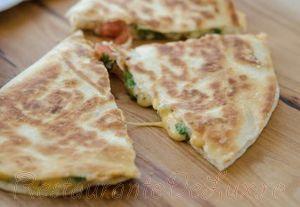 Tortilla_cu_rosii_si_branza_07