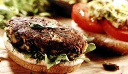 Hamburger_vegetarian_cu_salata