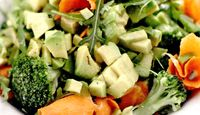 Salata_de_avocado_cu_broccoli_si_iaurt