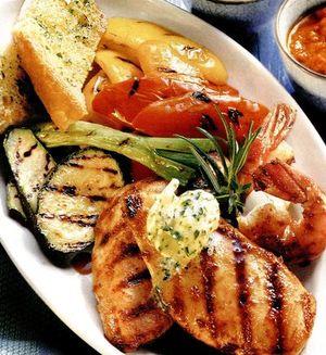 Retete_pentru_gratar_Mix_grill_cu_pui_marinat_si_legume
