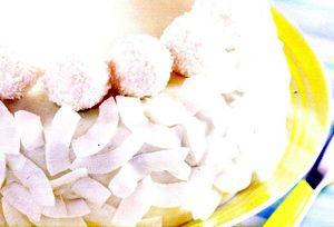 Tort_cu_crema_de_lamaie_si_fulgi_de_ciocolata