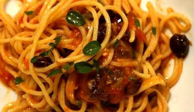 Spaghete cu masline si rosii