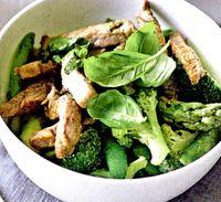 Vita_cu_broccoli_si_sparanghel