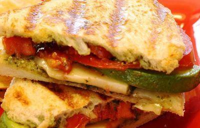 Sandwich_cu_sos_pesto_si_rosii_04