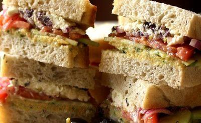 Sandwichuri_cu_pasta_de_naut_si_legume_08
