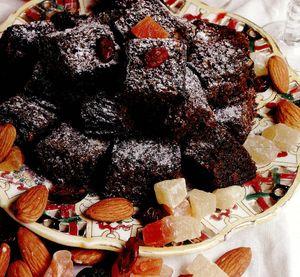 Prajitura_cu_fructe_uscate_si_ciocolata