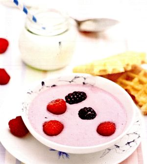 Supa_dulce_cu_fructe_de_padure_si_vafe_de_casa