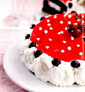 Tort_cu_visine_scortisoara_si_sirop_de_cirese