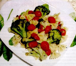 Paste_cu_broccoli_rosii_si_ansoa