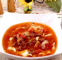 Supa gulas din: rasol de vita, ceapa, cartofi, buliom, ulei, faina, ou, chimen, boia, patrunjel, sare