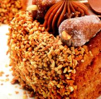 Tort_cu_arahide_si_ciocolata_neagra