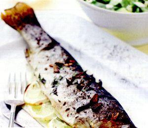 Pastrav la tigaie cu fricassee de mazare si chorizo