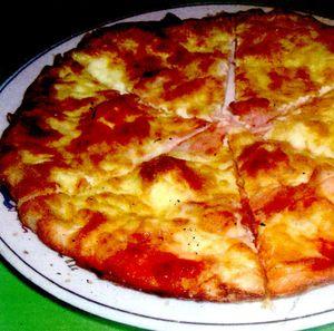 Pizza_carbonara_cu_bacon_cascaval_si_oregano