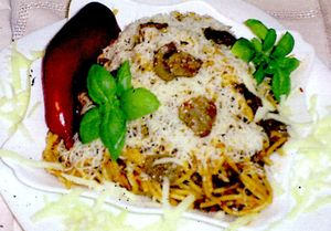 Spaghete_cu_carne_de_curcan_si_ardei_iute