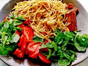 Spaghete_cu_kaizer_rosii_si_sos_de_usturoi