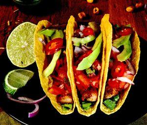 Tacos_cu_pui_avocado_si_chimen