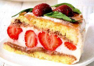 Tort_cu_ananas_si_capsune