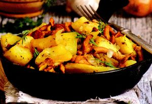 Mancare de cartofi cu ciuperci si verdeata