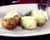 Cartofi umpluti cu paine, unt si oua
