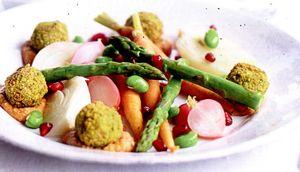 Chiftele_de_falafel_cu_legume_si_sos