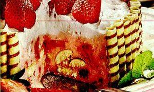 Tort_cu_crema_de_capsuni_si_piscoturi