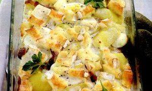 Cartofi gratinati cu branza ceddar