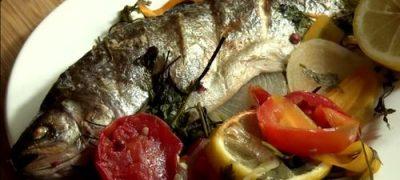 Cum_se_prepara_Pastrav_cu_legume_la_cuptor