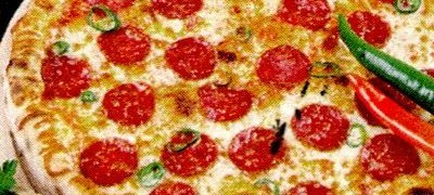 Pizza_cu_salam_picant_si_mozzarella
