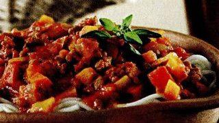 Spaghete_cu_sos_de_vin_rosu