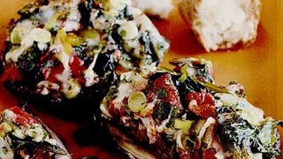 Ciuperci umplute cu verdeturi si mozzarella