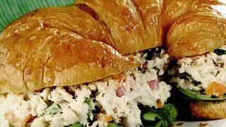 Croissant cu salata