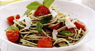 Spaghete cu un delicios sos pesto