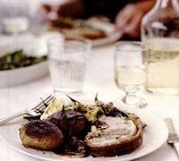 Friptura de porc cu umplutura de salvie si ceapa si cu sos
