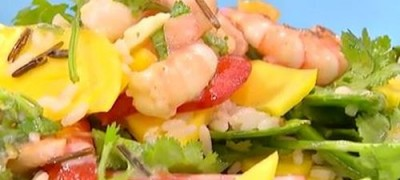 How_to_make_Chilli_and_mango_prawn_salad