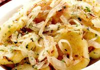 Salata calda de cartofi cu usturoi