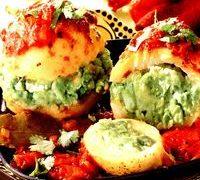 Cartofi umpluti cu mazare si rosii