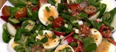 Cum_se_prepara_Salata_de_oua_cu_legume