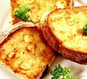 Paine prajita cu usturoi si untura