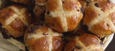 How_to_make_Chocolate_Chunk_Cross_Buns