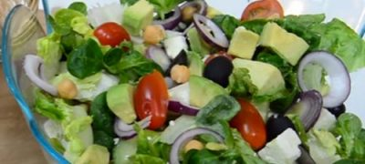 how_to_make_avocado_and_feta_cheese_salad