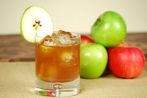 spiced_apple_pie_cocktail_djsgyo