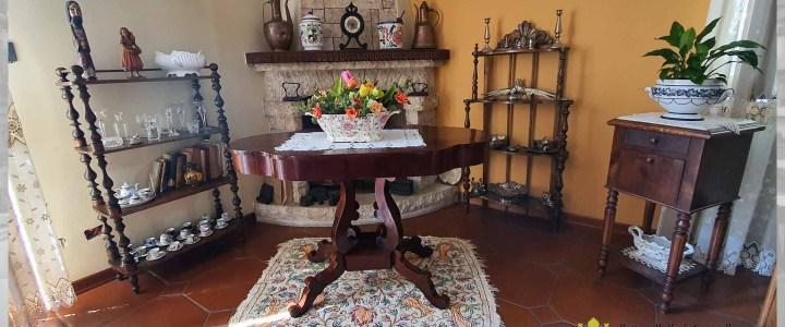 Restauro di un tavolo in legno dell'800