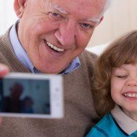 """Gli anziani non sono """"numeri"""". La poesia ci ricorda l'affetto e l'amore che dovremmo sempre manifestare per loro"""