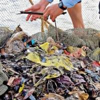 Nasce il progetto FLAGS, pescatori uniti per la raccolta dei rifiuti in acqua