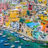 Procida si fa bella, volontari ripuliscono l'isola Capitale italiana della cultura 2022