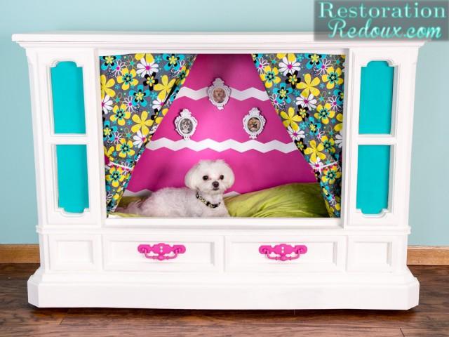 Retro TV Dog House