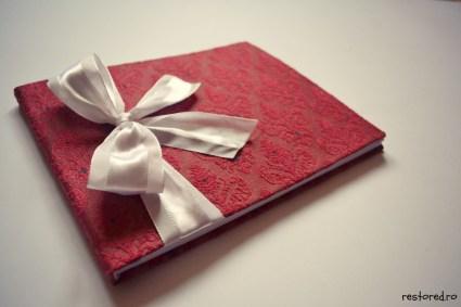 guestbook nunta alb visiniu damask