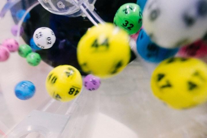 bolas coloridas de sorteio da Mega-Sena