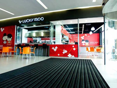 luckymoo-resturant-printed-wallpaper