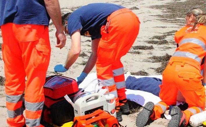 Pescara: uomo di 58 anni accusa un malore in spiaggia e muore
